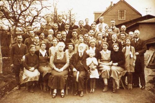 Georg Arends mit Familie und Gärtnern zum 50-jährigen Betriebsjubiläum 1938